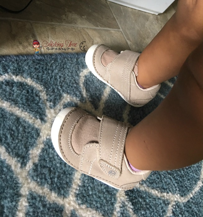 As my toddler learns to walk, Stride Rite Soft Motion shoes provide her with stability, comfort and the protection her little feet need. #StrideRite #SoftMotion @StrideRite