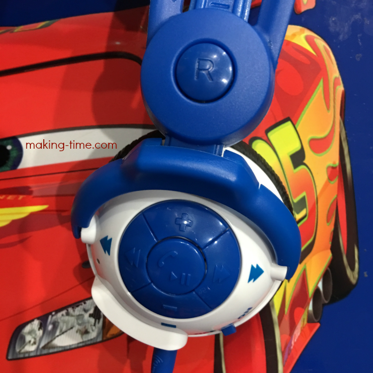 Kidz Gear offers adult quality headphones, made with kids in mind. From the adjustable headset, to the detachable boom mic and even Bluetooth capability, these kids headphones would make any adult jealous. Head over to the blog and check them out! #KidzGear #wirelessheadphones