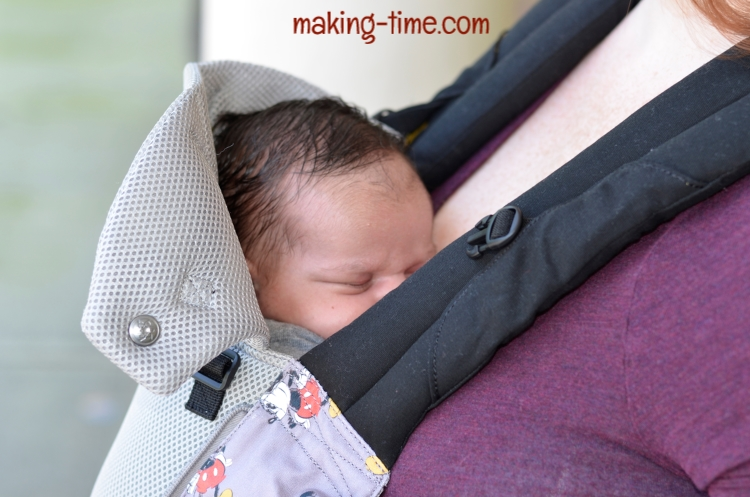 A Day at the Park with LÍLLÉbaby | #LILLEbaby #Disney #babycarrier #MickeyMouse